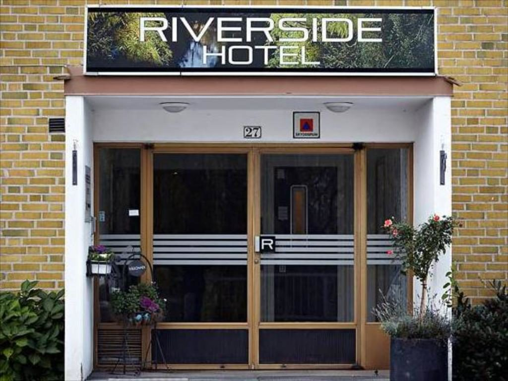 Riverside Hotel & Apartments